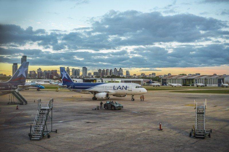 Aeronave de LAN en Aeroparque Jorge Newbery de Buenos Aires #shu#