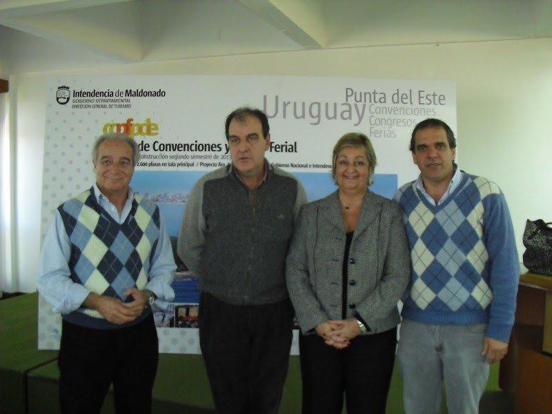 Horacio Díaz, director de Turismo de Maldonado; intendente de Maldonado, Oscar de los Santos; ministra de Turismo, Liliam Kechichián; secretario general de la Intendencia de Maldonado, Gustavo Salaberry.