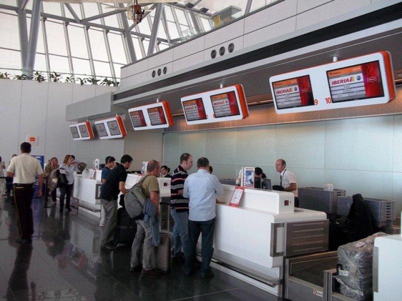 Embarque de uno de los últimos vuelos de Iberia desde el Aeropuerto de Carrasco, a principios de 2013.