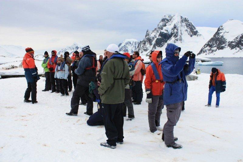 El frágil ecosistema antártico puede ser afectado por el crecimiento del turismo.