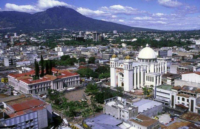 El Salvador lanza nueva política nacional de turismo.