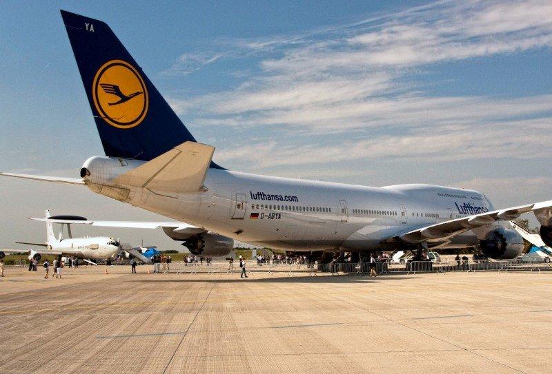 Lufthansa reduce sus pérdidas casi a la mitad