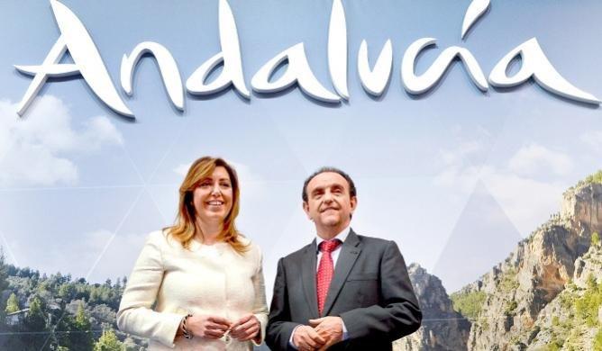 Susana Díaz, presidenta de la Junta de Andalucía, y Rafael Rodríguez, consejero de Turismo.