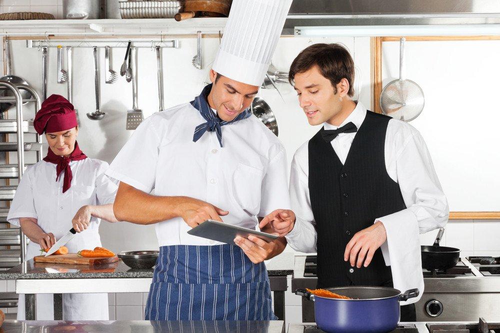 Camareros y profesionales de la cocina, las ocupaciones más demandadas. #shu#