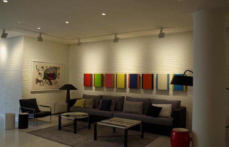 El lobby del H10 Art Gallery es una gran sala de exposiciones.