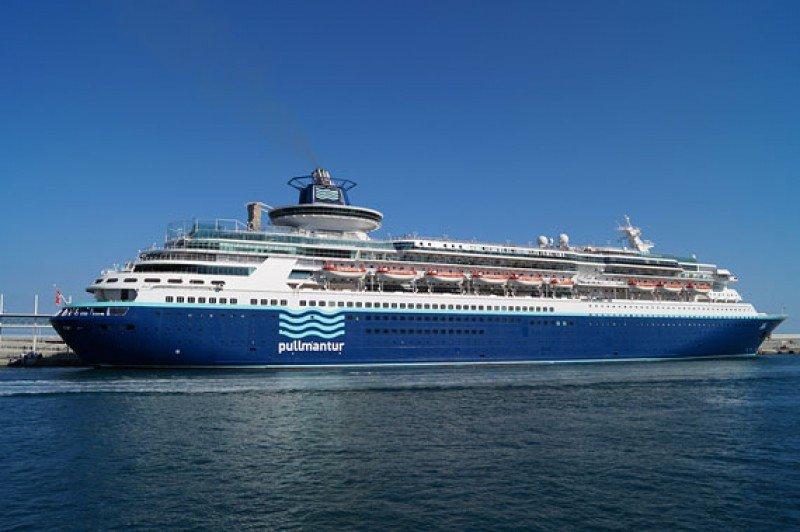 Pullmantur reanudará los cruceros del Sovereing el 24 de mayo