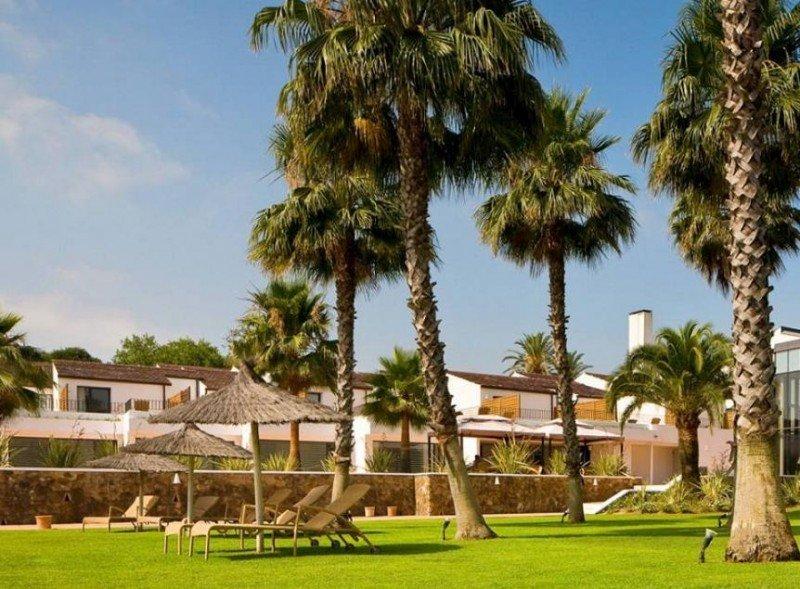 La caída de los ingresos de la actividad turística se debe al contrato de arrendamiento de los hoteles NH Almenara y NH Sotogrande con su empresa matriz, según la compañía.
