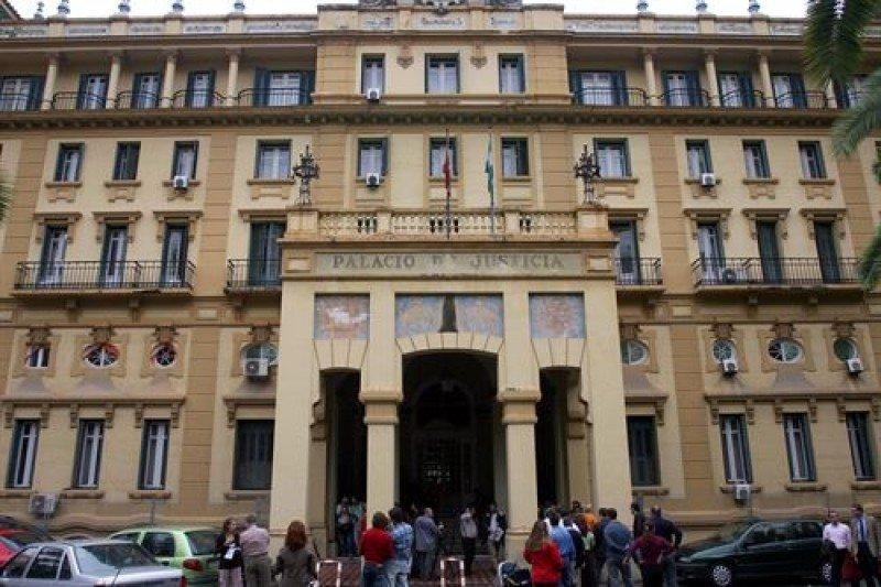 El edificio corresponde a los antiguos juzgados.