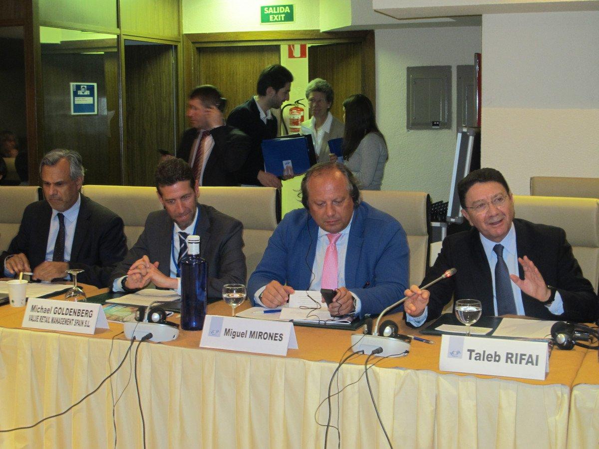 El secretario general de la OMT, Taleb Rifai,  a la derecha, fue el encargado de abrir el encuentro.