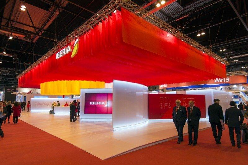 El stand de Iberia es un reflejo de la nueva imagen presentada por la aerolínea.