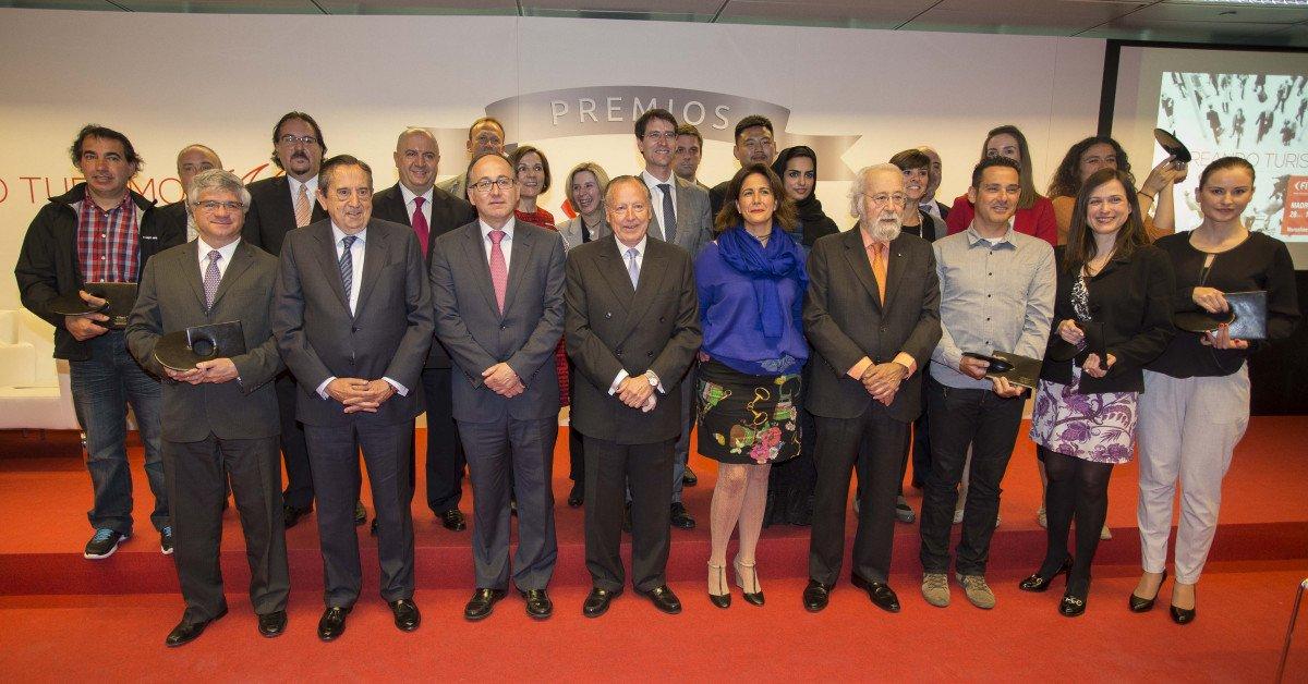 El comité organizador de Fitur con los premiados.