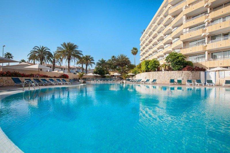 El Olé Tropical Tenerife dispone de dos piscinas, una de ellas infantil.