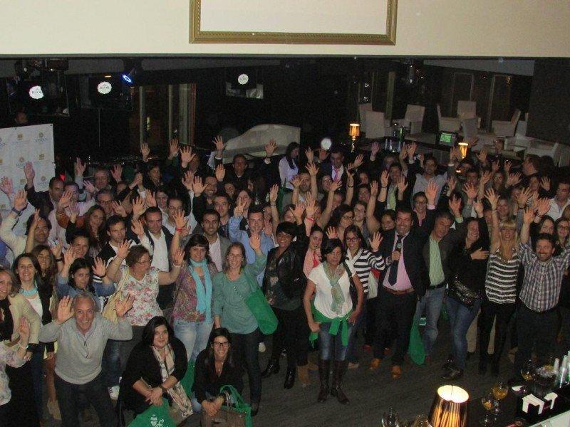 Los agentes de viajes asistentes a la fiesta organizada por Marconfort y Sandos en Oporto.