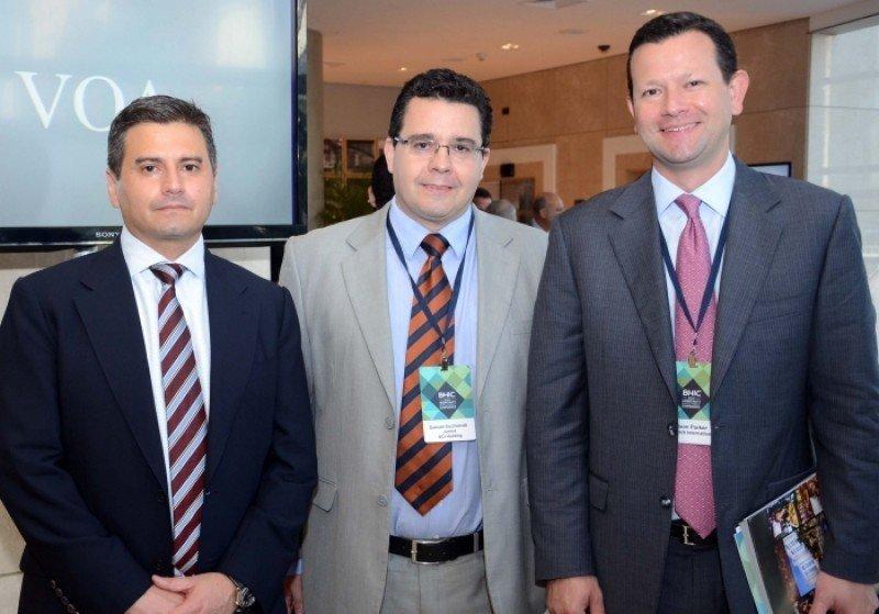 En el lado izquierdo, Paulo Pena, vic. Para América de Wyndham Hotel Group junto a ejecutivos del Hard Rock Hotel. En el lado izquierdo, Paulo Pena, vic. Para América de Wyndham Hotel Group junto a ejecutivos del Hard Rock Hotel.