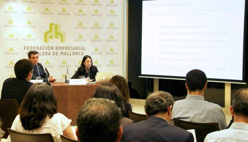 Aurelio Vázquez e Inmaculada de Benito, en la rueda de prensa que ofrecieron ayer en Madrid.
