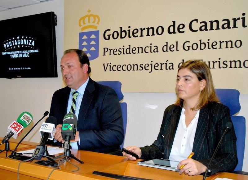 Ricardo Fernández de la Puente, viceconsejero de Turismo de Canarias, y María Méndez, directora de Promotur.
