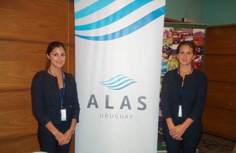 Stand de Alas Uruguay con la imagen definitiva de la empresa en workshop de Audavi la semana pasada.