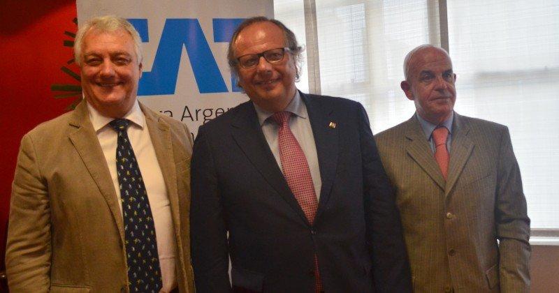 Izq a der: Marcos Palacios, Miguel Mirones, Jordi Busquets.