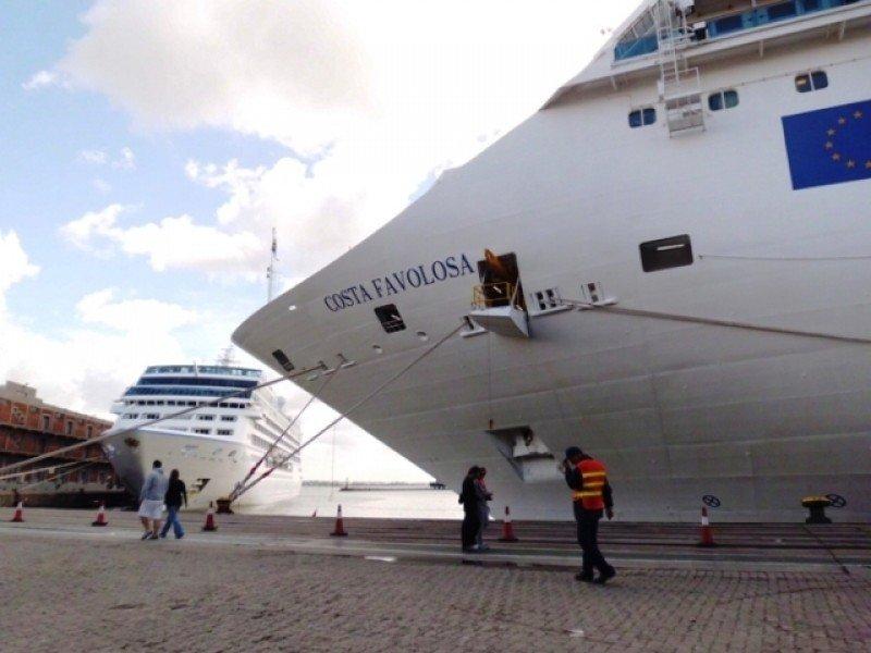 El Costa Favolosa es uno de los dos barcos de Costa que embarcará pasajeros en Montevideo la próxima temporada.