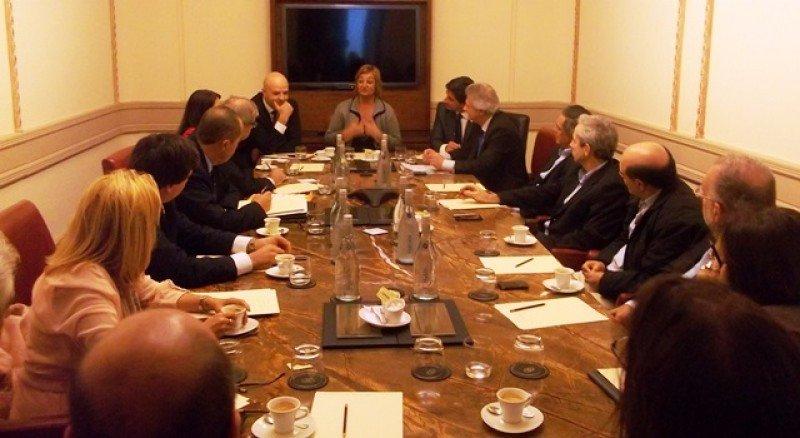 Reunión de autoridades uruguayas con los principales ejecutivos regionales de Costa Cruceros.