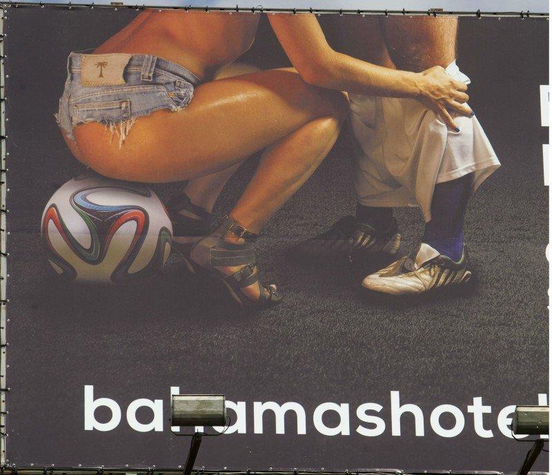 Polémica publicidad reabre debate sobre turismo sexual durante el Mundial.