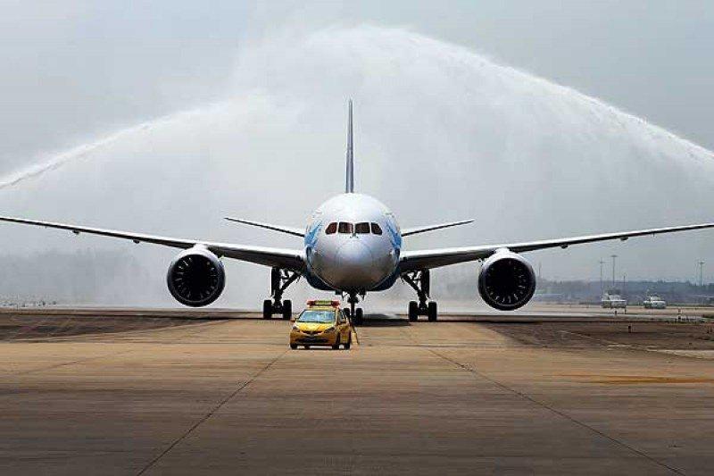 Boeing y Embraer anuncian acuerdo para crear centro de biocombutibles.