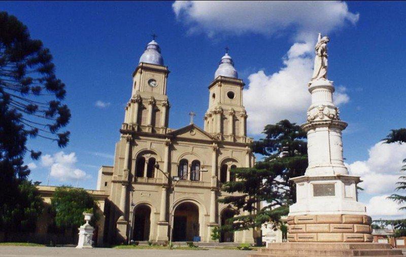 Catedral de Florida, santuario de la Virgen de los 33.