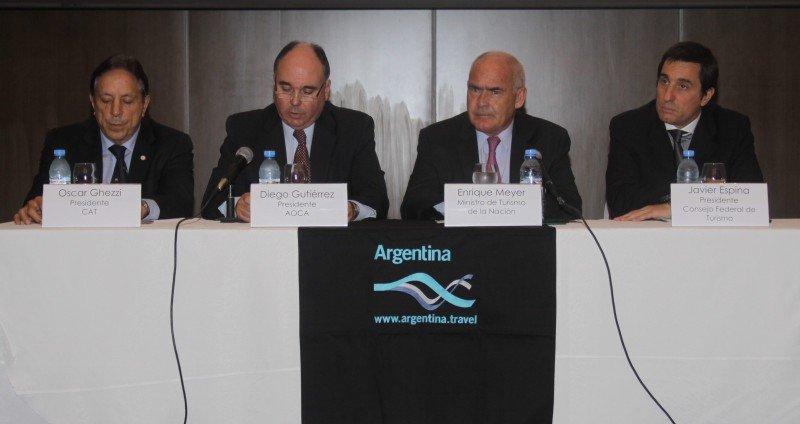 De izq a der: Oscar Ghezzi (CAT); Diego Gutierrez (AOCA); Enrique Meyer (MINTUR) y Javier Espina (CFT).