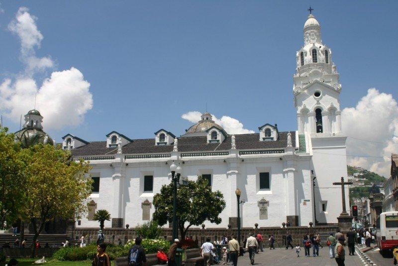 Plaza Grande y Catedral de Quito.
