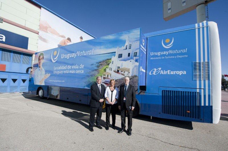 Un autobús mostrará la oferta turística del país durante mayo y junio.