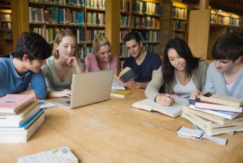 Presentan opciones de viajes académicos para estudiantes en Australia y el Reino Unido.