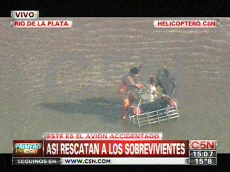Rescate de uno de los tripulantes: Imagen de C5N