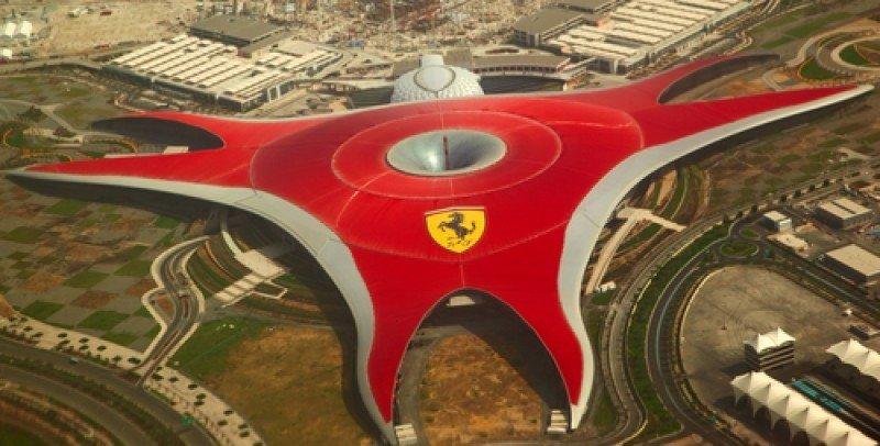 Ferrari Land albergará el único hotel Ferrari del mundo, que será de 5 estrellas. En la imagen, Ferrari World de Abu Dhabi. #shu#