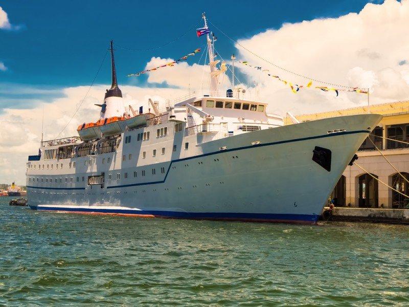 Crucero atracado en La Habana. #shu#.