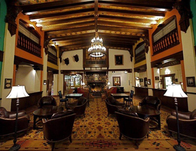 Lobby del Hotel Alex Johnson.