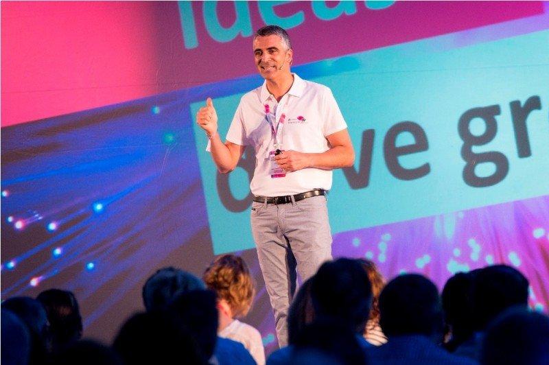 El director general de Hotelbeds, Carlos Muñoz, durante su presentación en el MarketHub Europe que se está celebrando en el Hard Rock Hotel Ibiza.