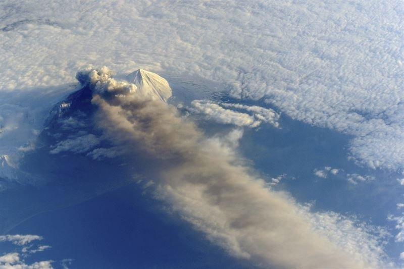 Alaska cancela todos sus vuelos por la erupción del volcán Pavlof (Foto: Reuters).
