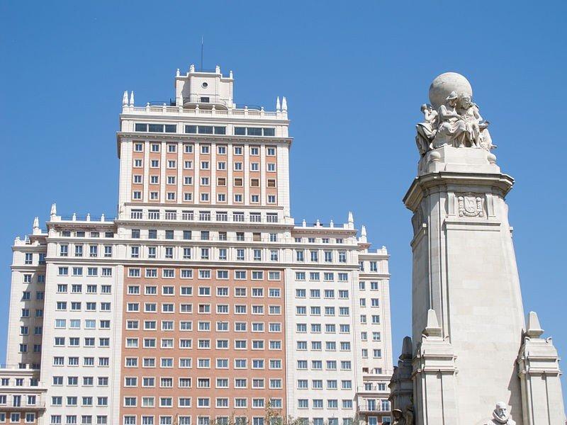 El Santander vende el Edificio España al magnate chino Wang Jianlin por 265 M €