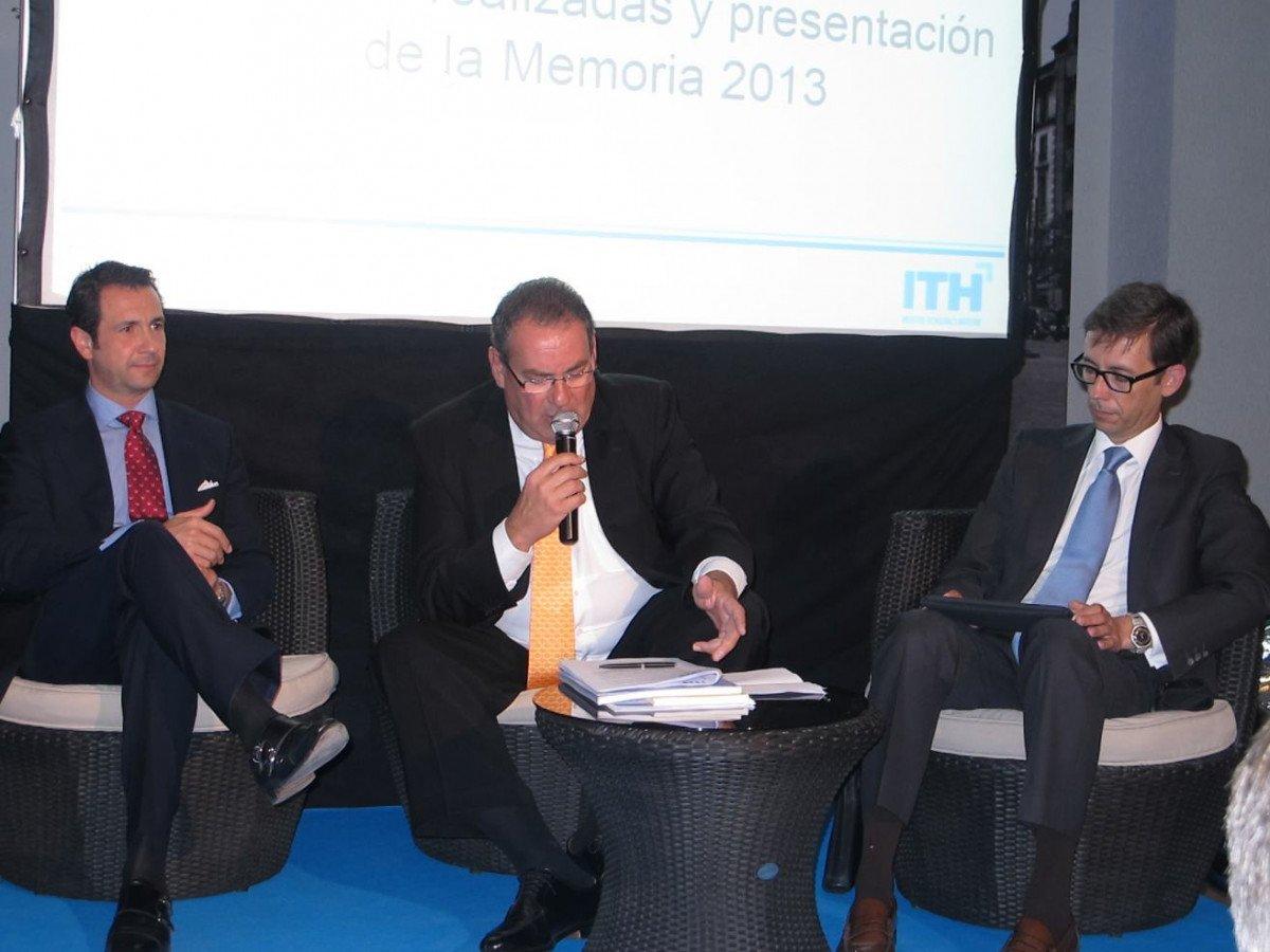 Juan Molas, presidente del ITH, en el centro, junto a Antonio López de Ávila y Sebastián Fernández.