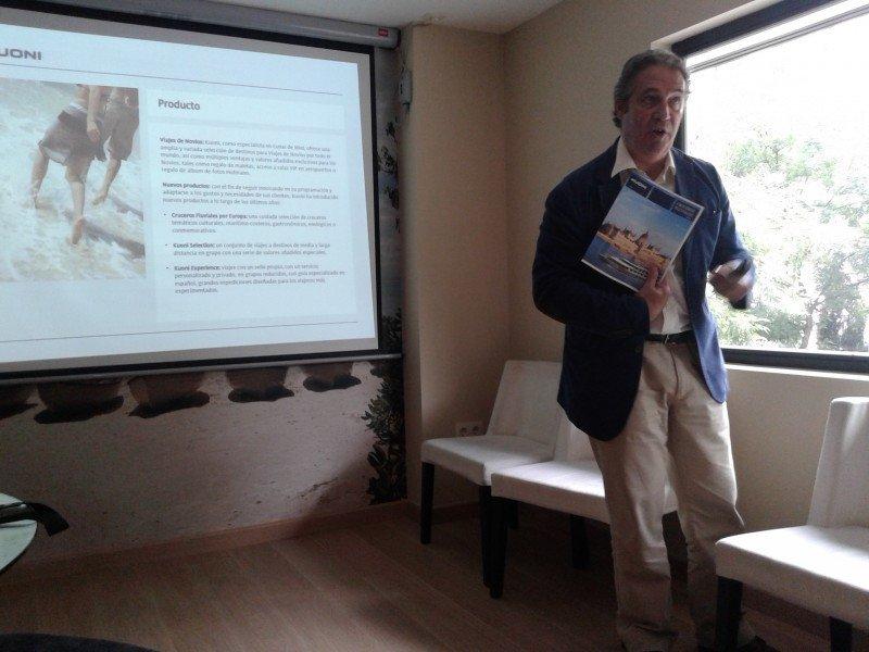 Carlos López, director de Kuoni España, durante la presentación de la nueva programación.
