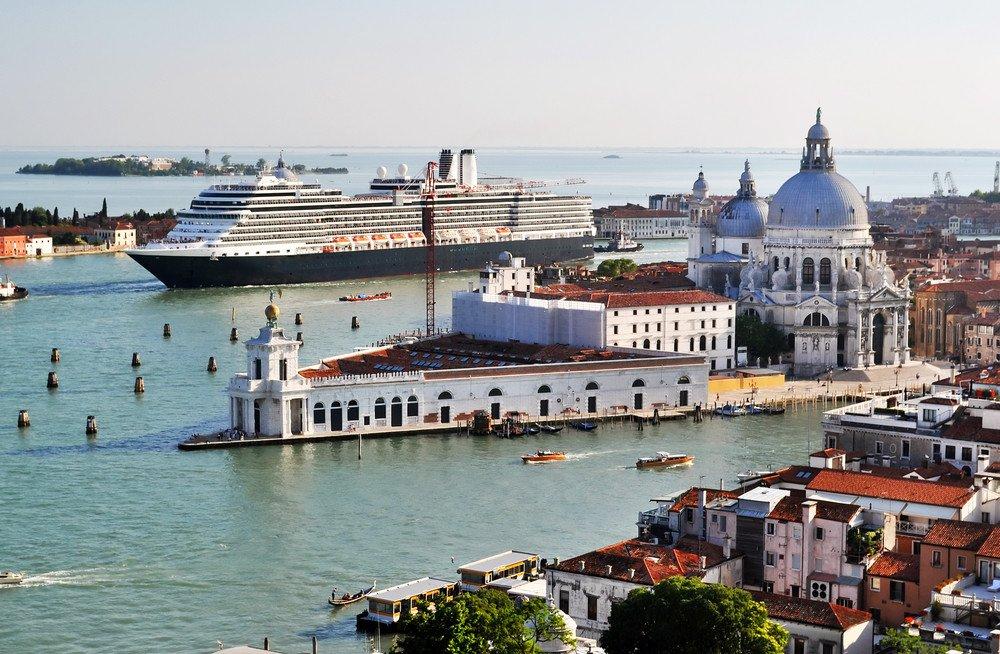 Los grandes cruceros pueden acceder hasta la laguna de Venecia. #shu#