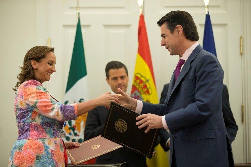 El ministro de Industria y la secretaria de Turismo de México, Claudia Ruiz. Foto: Ministerio de Industria, Energía y Turismo.