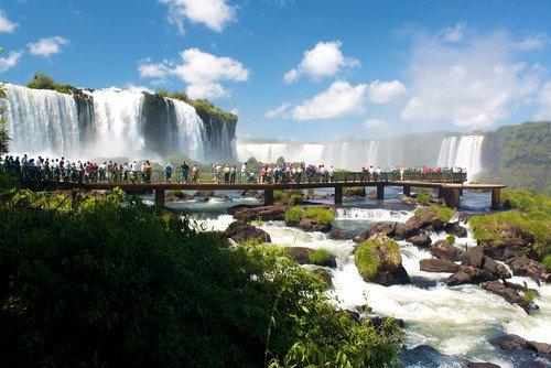 Las Cataratas del Iguazú tuvieron que cerrar al público el lunes. #shu#
