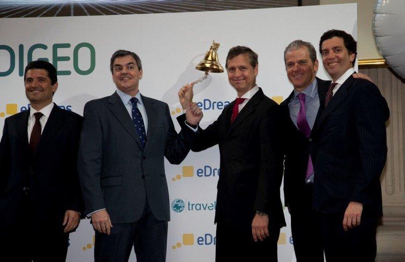 El fundador y consejero delegado de eDreams Odigeo, Javier Pérez-Tenessa, toca la campana en el estreno de la compañía en Bolsa.