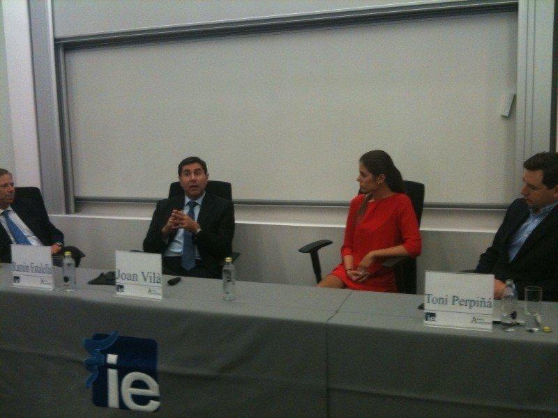 De izq. a dcha, Ramón Estalella, Joan Vilà, Mercedes Blanco y Toni Perpiñá, en el debate que se generó tras su presentación.