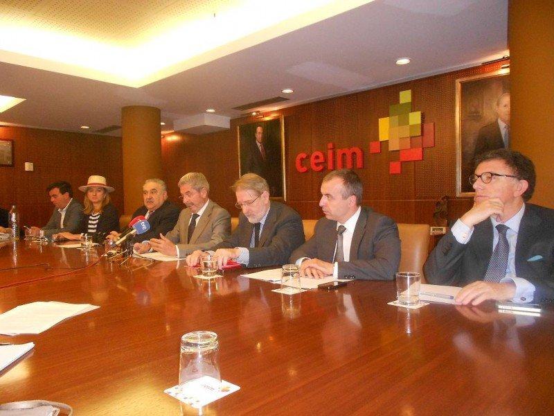 De izq. a dcha, Matilde Almandoz (OPC), Tomás Gutiérrez (La Viña), Antonio Gil (AEHM), Rafael Andrés (AMER), Jesús Martín Peinado (AEHCAM) y Dionisio Lara (Noche Madrid).