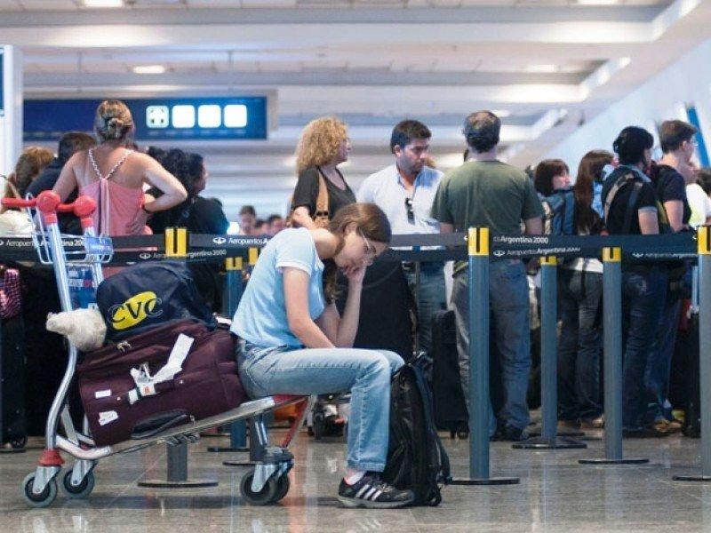 Controladores aéreos de Argentina paralizan los aeropuertos este jueves