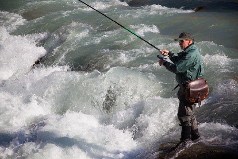 Los pescadores recreativos ('angler' en inglés) viajan a numerosos destinos del mundo para practicar su afición favorita. #shu#