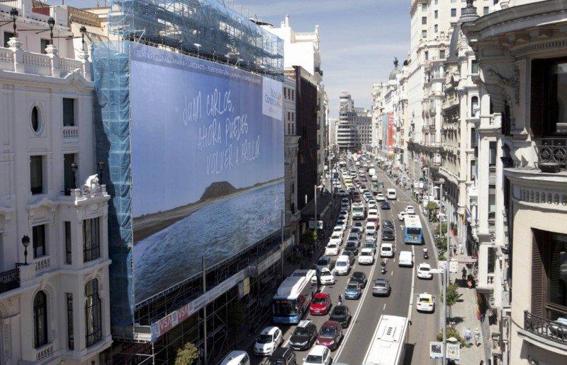 La lona publicitaria en la Gran Vía de Madrid.