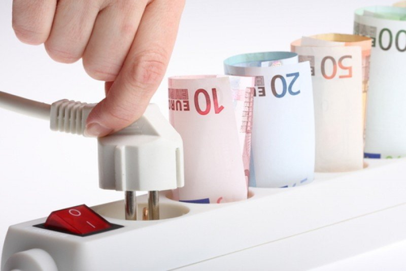 La eficiencia energética permite importantes ahorros en la factura de la luz, entre otras ventajas. #shu#